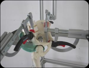 Bancada de prueba con modelo de articulación de cadera con sensores en posición